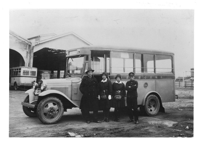 「1928年バス開業、撮影は1933年浅間町車庫」