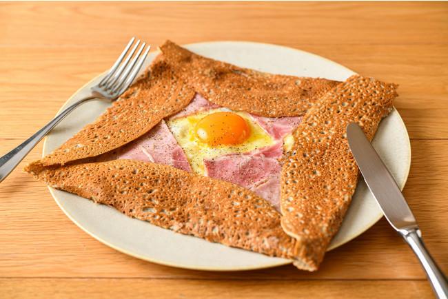 卵とチーズ・厚切りハムの王道ガレット