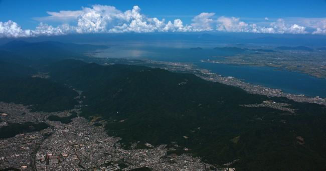 キヤノンの8Kカメラで空撮した比叡山と琵琶湖