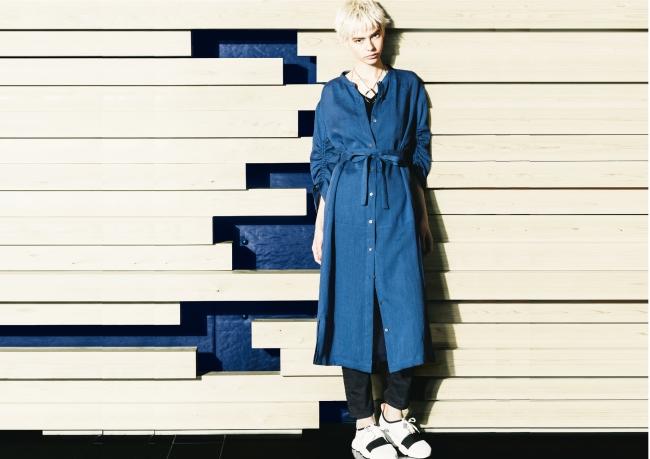 シャツドレス ¥45,360(5~11号)、¥46,440(13・15号) *税込 カラー:コバルトブルー、カーキ