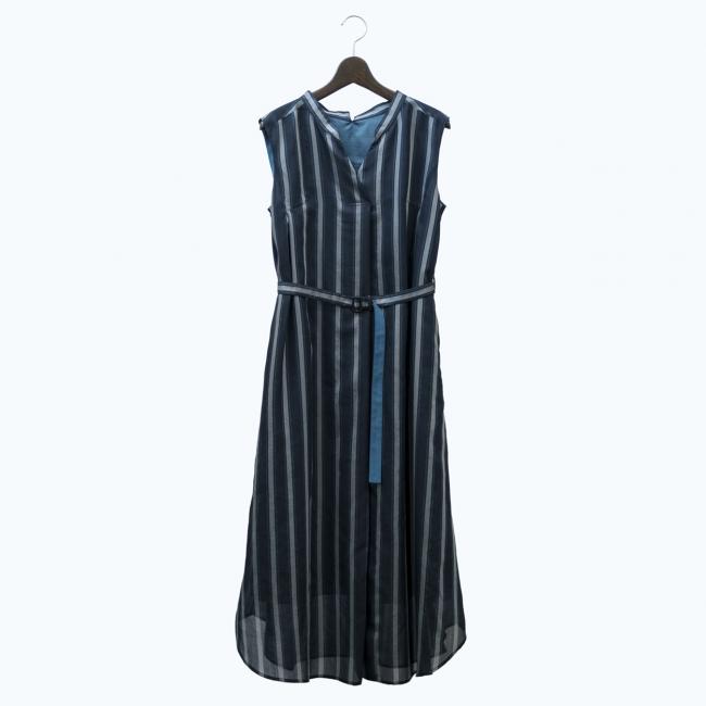 ドレス (3~11号)¥42,120 (13~17号)¥43,200 *全て税込 カラー:ネイビー×グリーン系