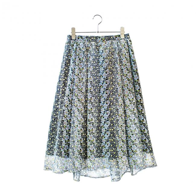スカート ¥32,400(税込)