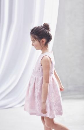 [コムサ・フィユ]ドレス(120・130cm)30,240円、(140cm)32,400円(全て税込)