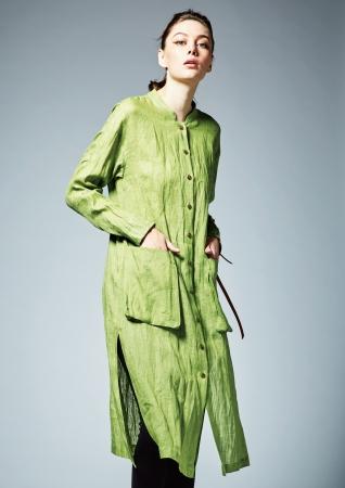 [柳色]ロングシャツドレス ¥38,880(税込)