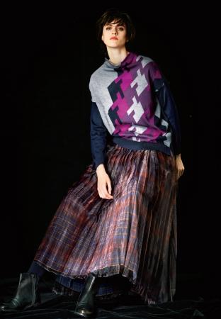 スカート 53,900円(税込) カラー:バーガンディ、ネイビー
