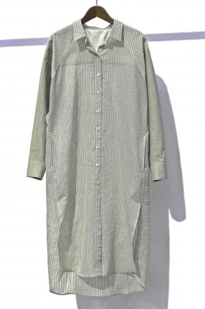 ロングシャツ 38,500円(税込)カラー:茶、緑