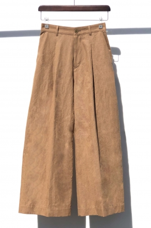 パンツ 26,400円(税込)カラー:茶、緑