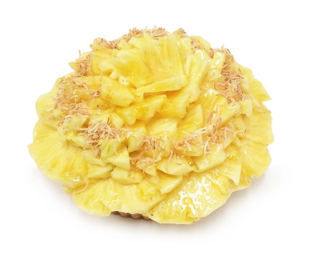[銀座店]パイナップルとココナッツのケーキ 1,100円(1ピース)、11,000円(1ホール)