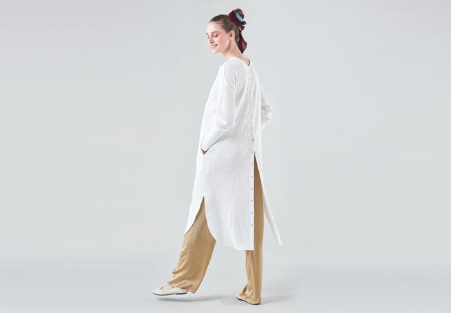 ジャージードレス 26,400円(税込) カラー:オフホワイト、ベージュ、ブラック