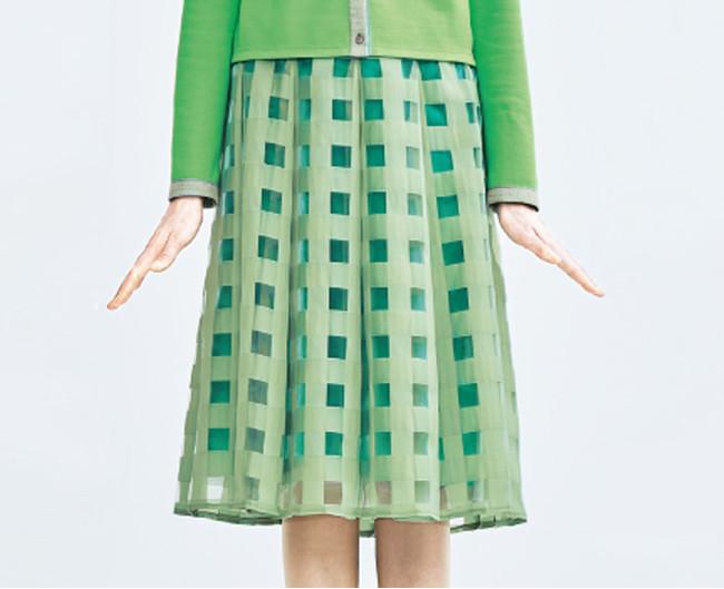 ソフトプリーツスカート 25,300円(税込) カラー:ベビーピンク×コーラルピンク、ライトグリーン×グリーン、ブラック×ブルー