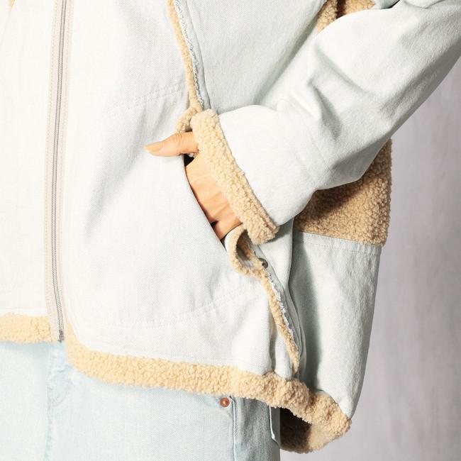 裾や袖口にもボアを使用