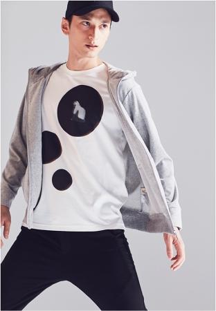 [ベータ・メン]パーカ ¥20,520(税込) Tシャツ ¥20,520(全て税込)