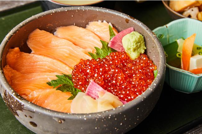 ◆サーモンいくら丼・・・1,200円