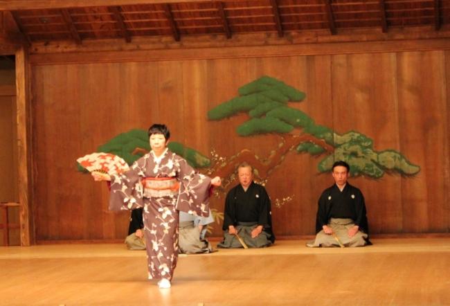 この冬、横浜能楽堂で大人なお稽古してみませんか?1