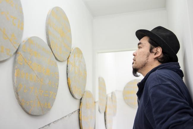 「黄金町バザール2016」展示室にて。