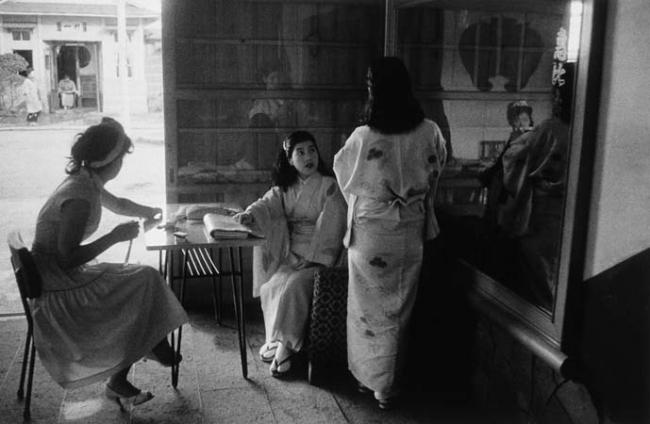 常盤とよ子《赤線の女―横浜》 1955 年 ゼラチン・シルバー・プリント