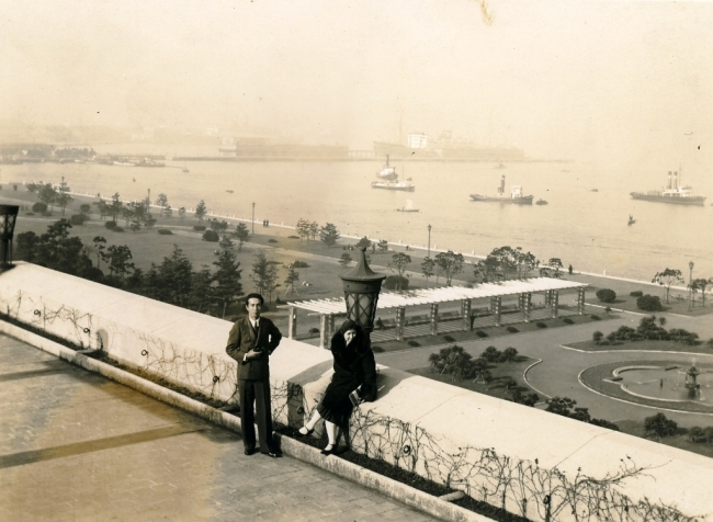 1930年代ホテルニューグランド屋上の大佛夫妻