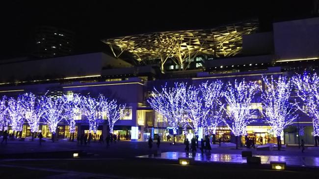 グランモール公園(横浜美術館前)イルミネーションは来年3月14日まで。