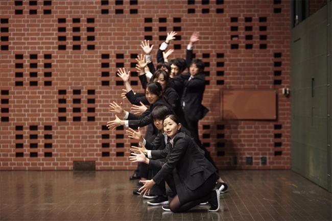 劇場である、横浜赤レンガ倉庫1号館の3Fホールが撮影の舞台に。Photo:菅原康太