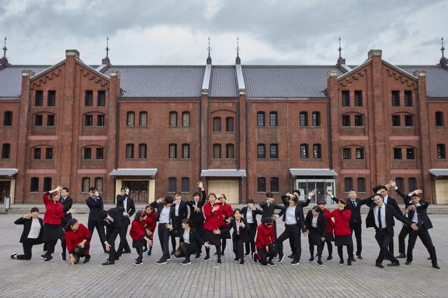 株式会社崎陽軒のシウマイ娘の赤い制服が映えます! Photo:菅原康太