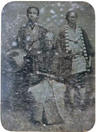 エリファレット・ブラウン・ジュニア 《遠藤又左衛門と従者》 重要文化財 1854 年 ダゲレオタイプ(展示はレプリカ) 11.4×8.2cm 横浜美術館蔵