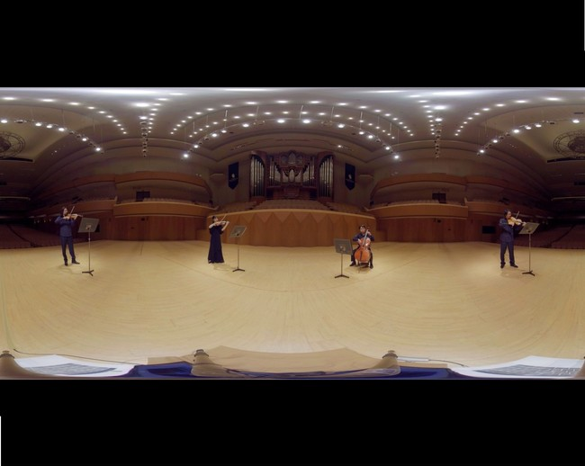 演奏は神奈川フィルハーモニー管弦楽団の崎谷直人(ヴァイオリン)、直江智沙子(ヴァイオリン)、大島亮(ヴィオラ)、門脇大樹(チェロ)。