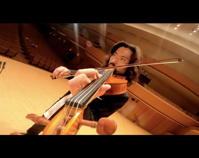 演奏は神奈川フィルハーモニー管弦楽団コンサートマスターの崎谷直人と山中惇史。