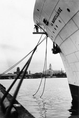五十嵐英壽《ハマの三塔》1953年 ゼラチン・シルバー・プリント 47.6×31.9cm