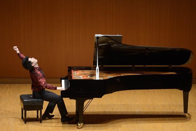 2014年「横浜市招待国際ピアノ演奏会」より (C)藤本史昭