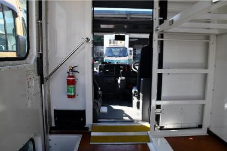 【荷台から運転席への視点】