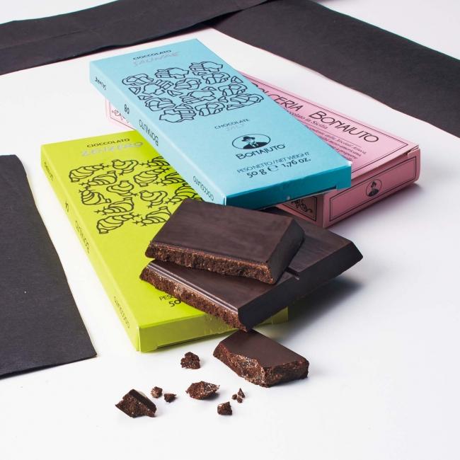 「アンティカ ドルチェリア ボナイユート」チョコレート(ジンジャー・モツィアの塩各1個) 864円 (バニラ)1個 1,296円