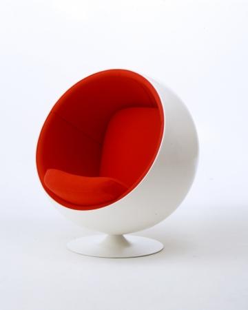 椅子「Ball Chair」エーロ・アールニオ 1963年 ナゼロ蔵  (C)Eero Aarnio