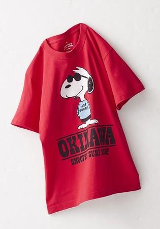リゾートを楽しむスヌーピーの イラストがTシャツに。 スヌーピーズ サーフショップ 沖縄店限定Tシャツ(ユニセックス) 各3,960円