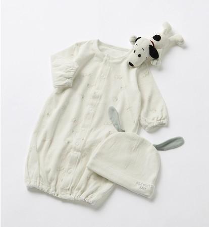 子育てが楽しくなるアイテムが充実する PEANUTSの新ブランドが登場。 「PEANUTS BABY」3点ギフトセット (帽子・ぬいぐるみ、新生児兼用ドレス 50~70cm)7,700円