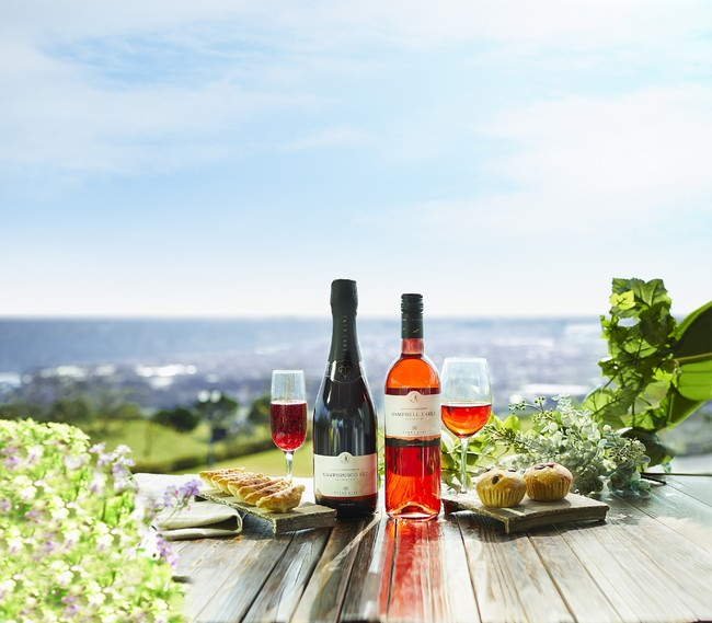 「宮崎都農ワイン」 左:キャンブルスコ・レッド(750ml)2,090円 右:キャンベル・アーリー(750ml)1,386円