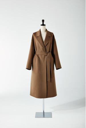 イタリア・ロロピアーナ社のウールカシミヤコート。着心地が軽く、上品な光沢感のある一着。 「23区」165,000円