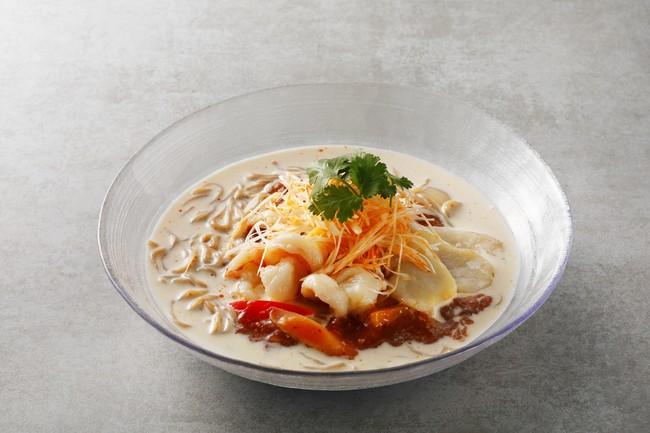 ホテルオリジナルの雑穀麺を特製豆乳スープでまろやかに仕上げた『Jシリアル麺のピリ辛豆乳冷麺』