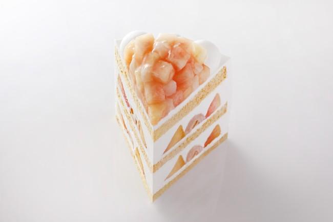 ご褒美には希少な国産桃を贅沢に使用した『新エクストラスーパーピーチショートケーキ』を。