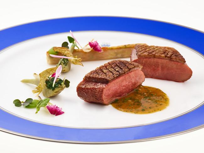 CANETON a la chateaubriand, artichaut braise aux pousses de tetragone & cannelloni de radis blanc