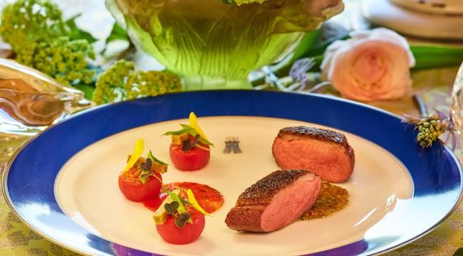 CANETON au binchotan, panisse a la pate d'olives noires parfume d'epices & sauce au caviar d'aubergine