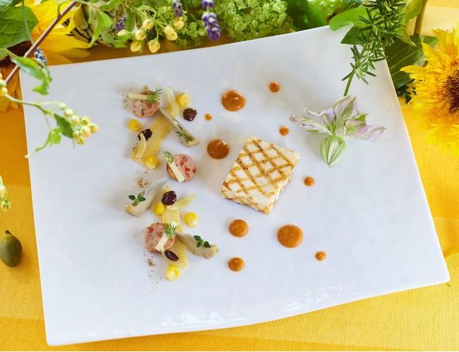 LOUP grille, jus de ratatouille a la Perugine & eclats d'artichauts poivrade aux graines de maïs rôti