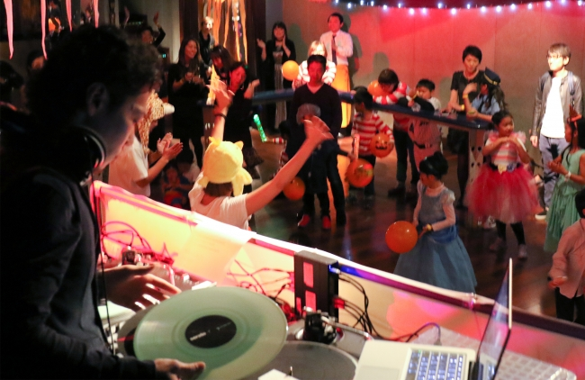 HALLOWEEN FAMILY DANCE PARTY