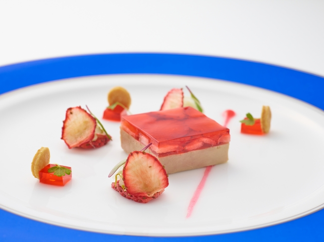 FOIE GRAS gelee de fraises au parfum de jasmin, fenouil et celeri branche acidule en salade