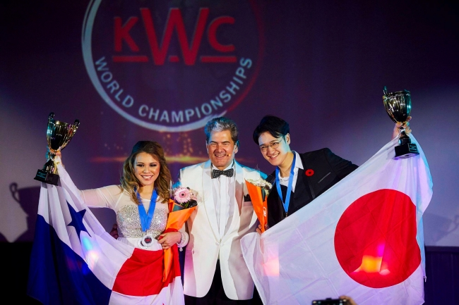 KWC 2016世界チャンピオン 海藏 亮太さん(写真右)