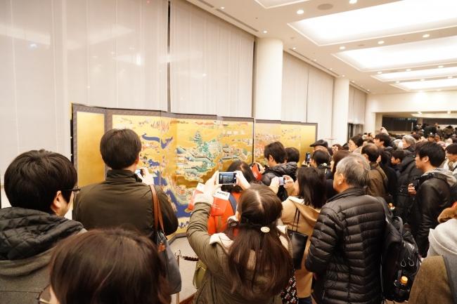 関東初公開のデジタル想定復元された「大坂冬の陣図屛風」(プレミア前夜祭)