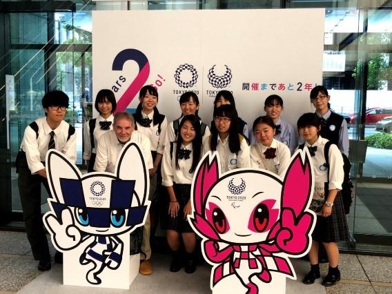麗澤中学・高等学校 生徒が英字新聞を制作 |麗澤 -Reitaku-のプレス ...