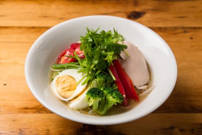 蒸し鶏と夏野菜のフォー