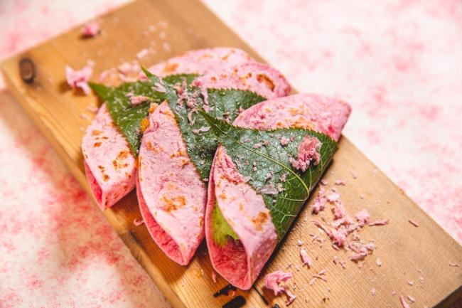 【春季限定】まるで和菓子のような桜餅風「桜タコス」販売開始!! 31~