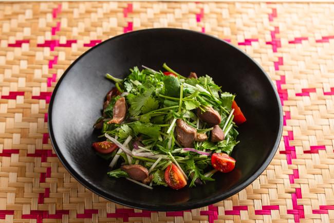 3. 砂肝とパクチーのサラダ/900円