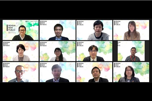 集合写真(採択者8名と審査員4名)